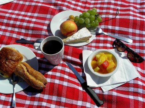 Breakfast at Castelnau des Fieumarcon.