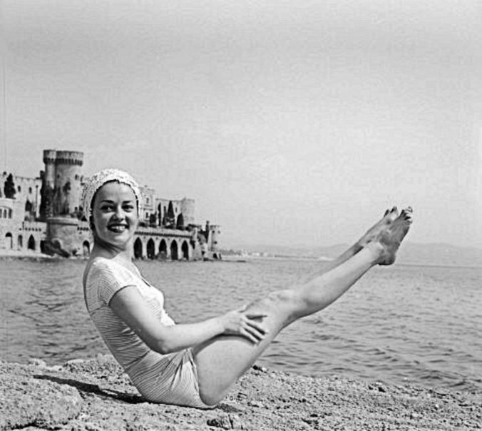 jeanne-moreau-feet-1589734-resize-sharpen